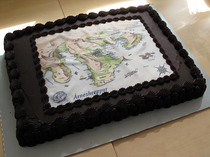 Árneshreppur, Norðurfjörður. The new map. - The welcome cake, with the new map on top. (5 June 2010)