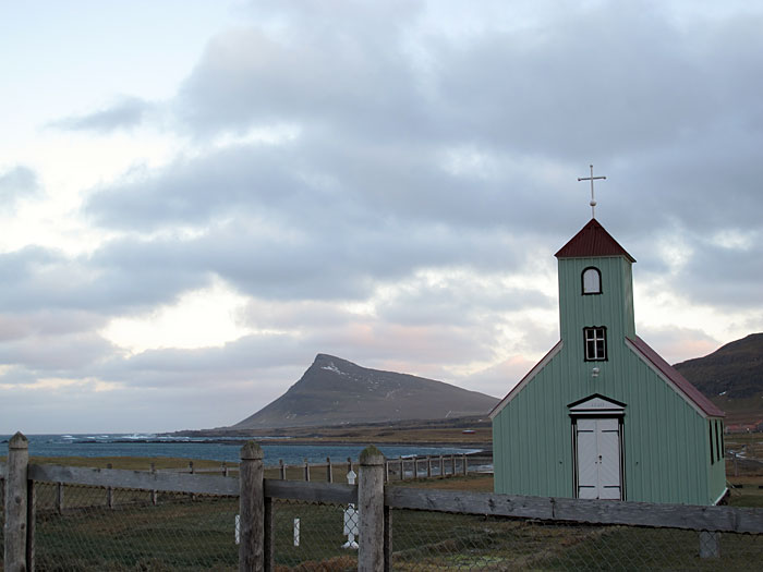 Djúpavík. Finally back in Djúpavík but driving very next to the north! - The church, the old one with the graveyard, of Árneshreppur. In the background Reykjarneshyrna mountain. (31 December 2010)