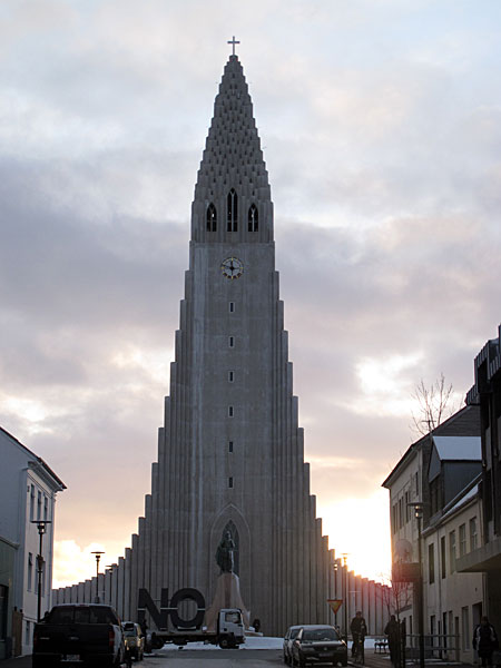 Reykjavík. Today 'NO' infront of Hallgrímskirkja. - Another place on the 'NO Global Tour' (by the artist <a href='http://www.santiago-sierra.com' target='_blank' class='linksnormal'>Santiago Sierra</a>). Today infront of the church Hallgrímskirkja. (19 January 2012)
