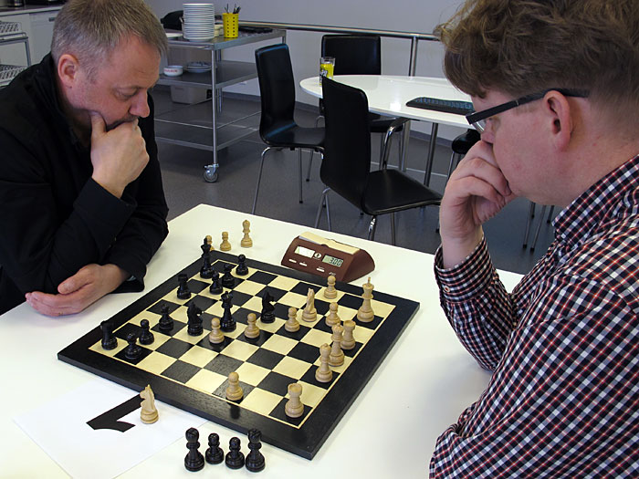 Reykjavík. Today a small chess tournament with colleagues (Pósturinn)! - The tournament did not start right now, so having a warmup match. (17 March 2012)