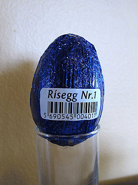 Reykjavík. The big easter (chocolate) egg contest. - Egg 1: Rísegg Nr. 1 (Puffed rice egg) by the icelandic company Freyja. Height ca 6,2 cm (the smallest egg). (Easter 2012)