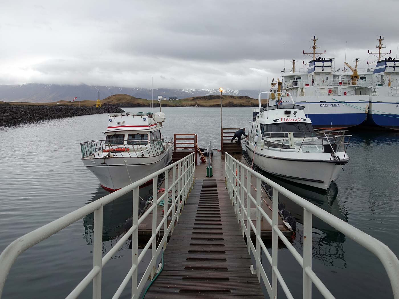 Viðey. Spring trip (with rain) to Viðey. - The first boat to the right brought us to <a href='http://videy.com/en/' target='_blank' class='linksnormal'>Viðey island</a> (you can see the island in the background, very close). (10 May 2013)
